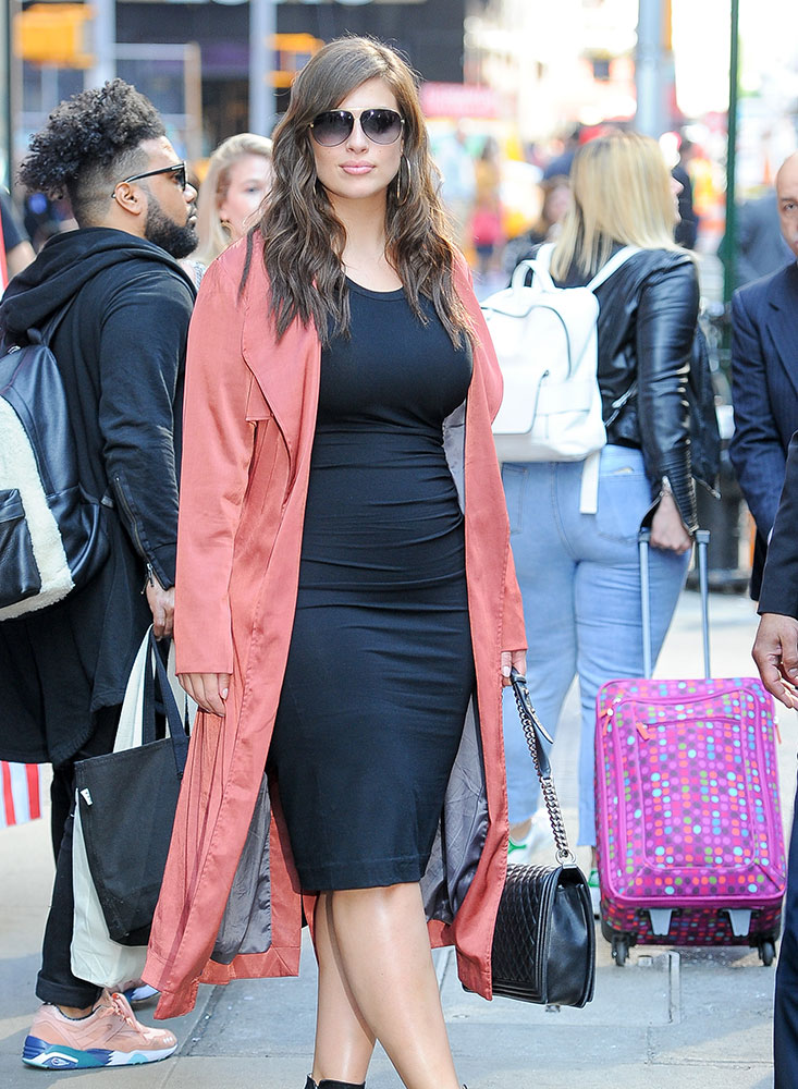 Ashley-Graham-Chanel-Boy-Bag-1